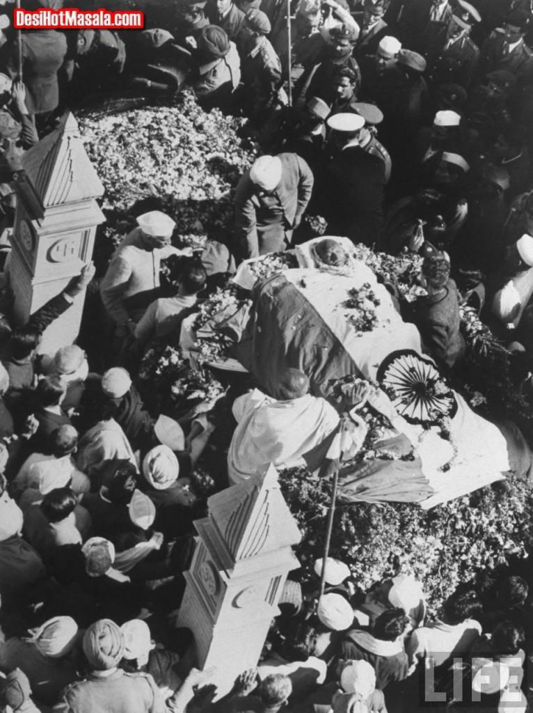 gandhi_funeral0_01
